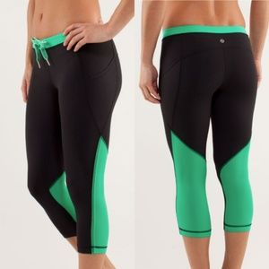 LULULEMON Beach Runner Crop Black / Very Green 6